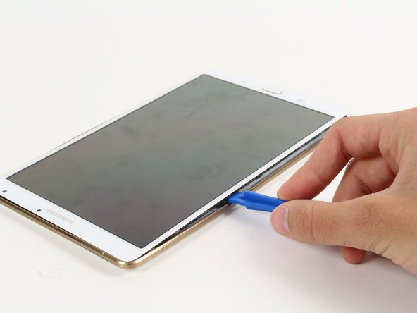 Image 1/1: Try to separate evenly on all sides until the screen detaches from the device backing completely.