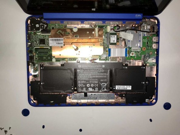 With the screen and keyboard parts of the laptop removed, you have access to the laptops internal components.