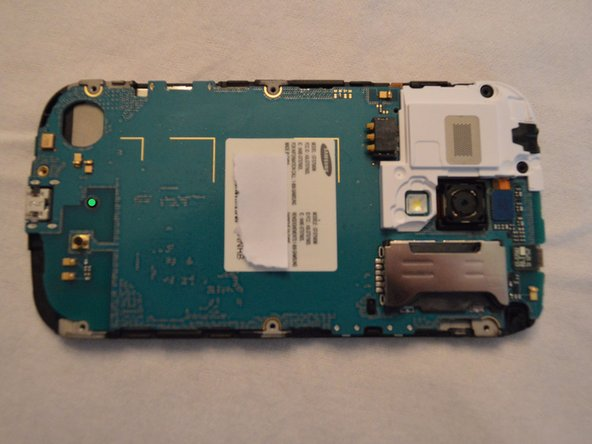 Image 1/2: Behold, the motherboard of the phone.