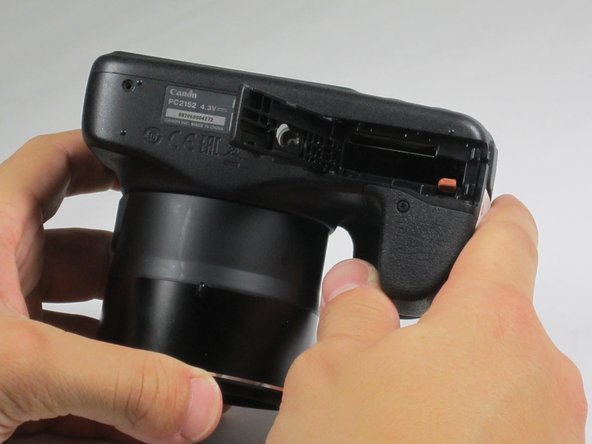 Image 1/1: Take out the battery with your fingers.