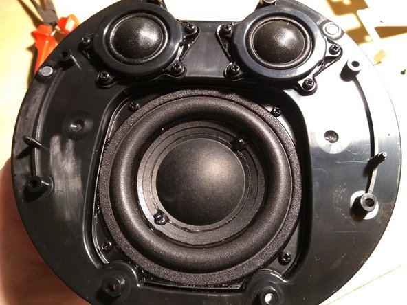 this then reveals the two tweeters and the 3 inch driver which provides the excellent sound quality.