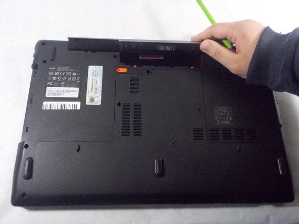 Rimuovere la batteria ed estrarla dall'apparecchio.