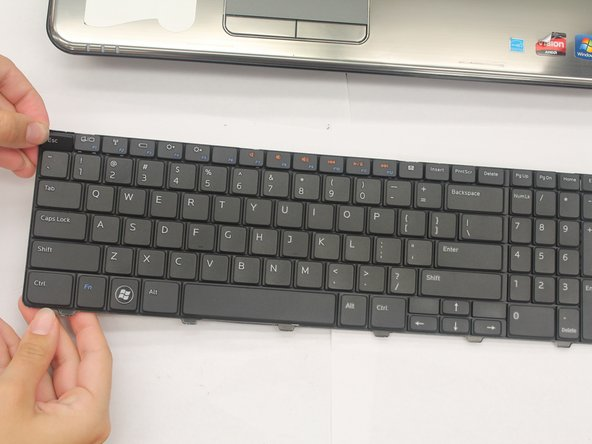 Image 2/2: Keyboard does not have to be removed from the laptop in order to replace a key.