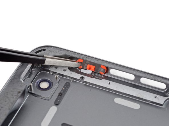 Image 1/2: Note the orientation for reassembly: the small gray tab should line up with the groove in the rear case.