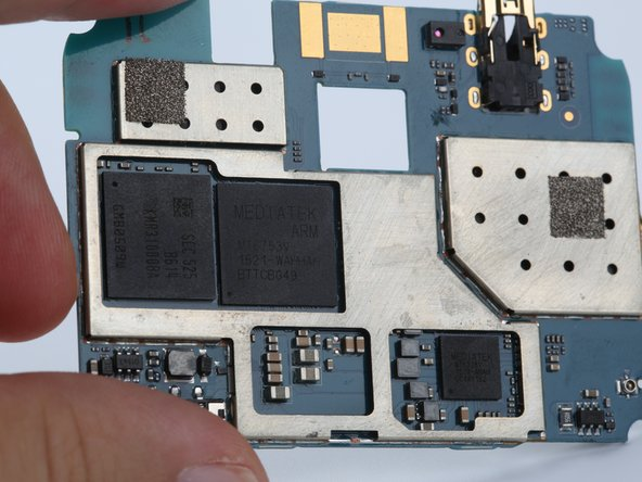 On the bottom of the mainboard you can see the Octa Core MT6753 chip and the Mali T720 GPU.