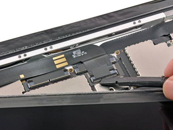 Image 1/3: As we mentioned in our sneak-peek [http://youtube.com/watch?v=0PfcA4WcfNA|video], the display connectors in the iPad 2 and iPad 3 are different, meaning the two displays are incompatible...for now.