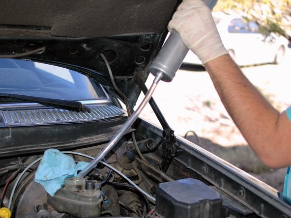 Mercedes W123 Brake Fluid Flush/Bleeding - iFixit Repair Guide