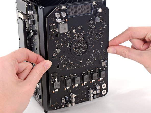 Remove the graphics card from the heat sink.