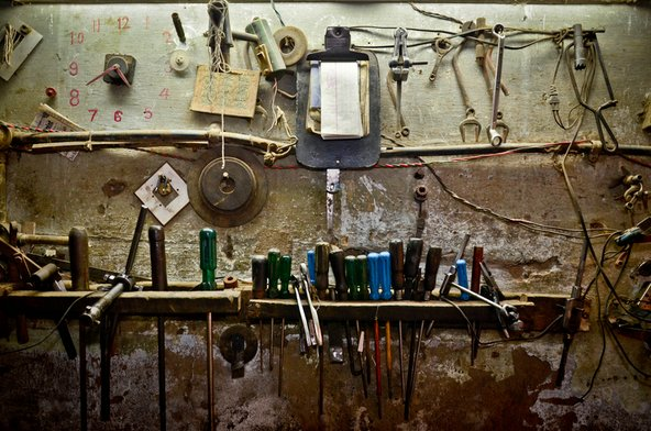 Tools used for sewing machine repair in Seelampur