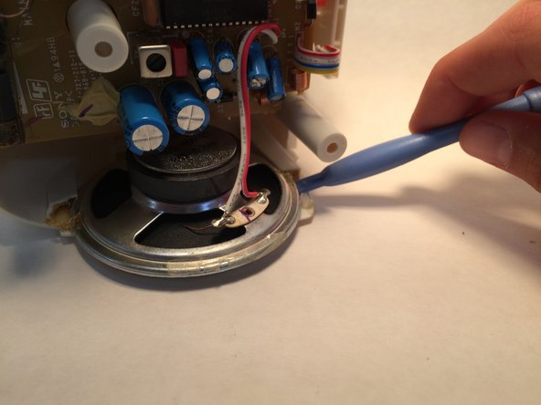 Loosen the speaker from the remaining glue with a plastic opening tool.