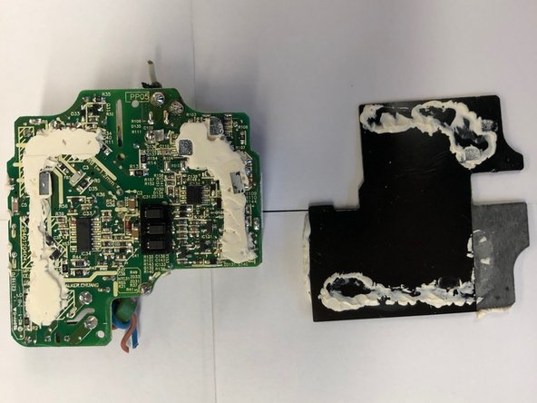 The second picture shows the bottom of the circuit board (left) after removing the support (right). Here, too, we see use of paste but for the purpose of binding the support and circuit.