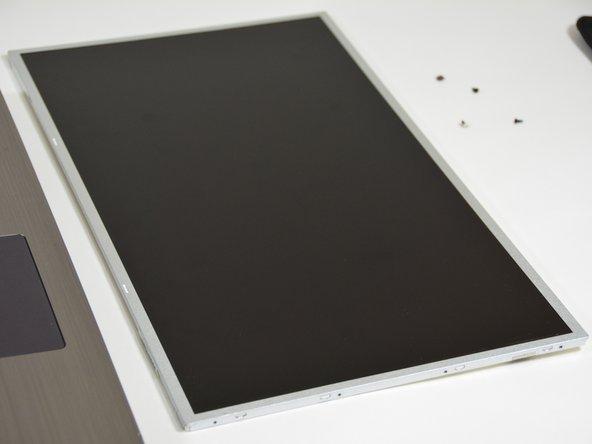 Sobald dies geshehen ist können Sie nun den LCD Bildschirm freilegen.