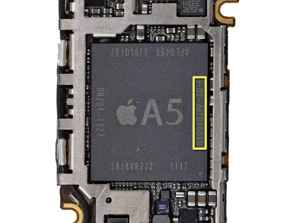 Image 2/3: Oh hey, what's this? According to Chipworks, our German iPhone (marked in red) has Samsung DDR2 RAM, while the Aussie iPhone 4S (yellow) contains Elpida DDR2 RAM!