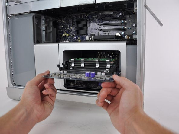 Image 2/2: Make sure you give enough time for the computer to cool down before you remove any internal hardware parts.
