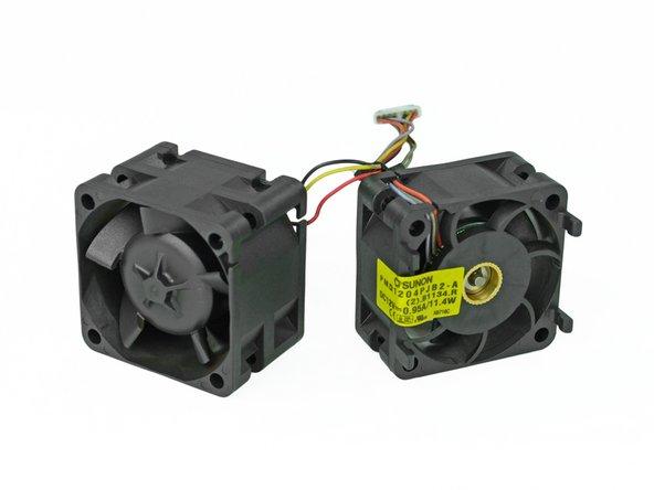 Chacune des paires de ventilateurs demandent 0.95 Amps à 12V pour un total de 85.2 watts. Là, on ne rigole plus.