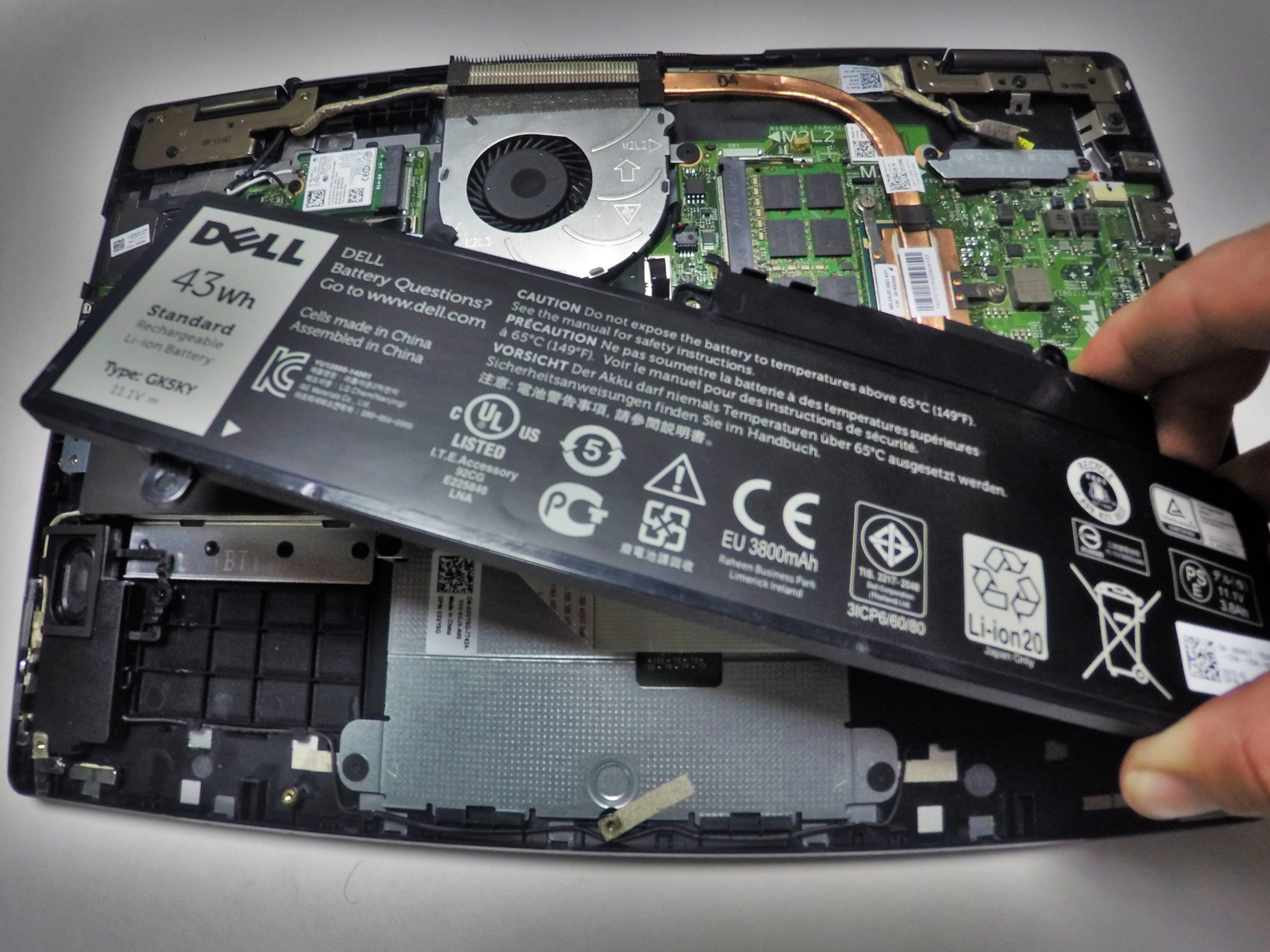 Dell Inspiron 13-7352 Battery Replacement - iFixit Repair Guide