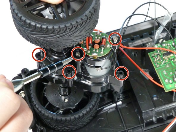 Image 1/2: The first image shows five screws on the side with the circuitry