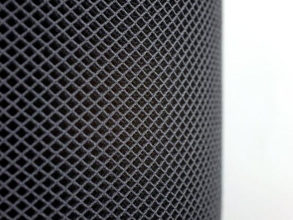 Nous admirons à présent de plus près la grille acoustique 3D sans couture d'Apple.