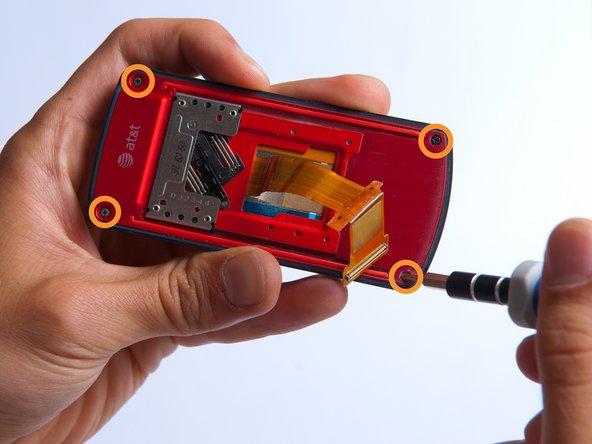 Dévissez les quatre Phillips # 000 (3mm) vis aux coins du téléphone.