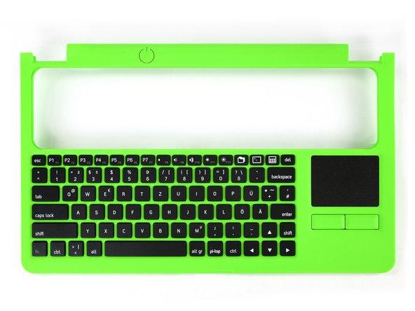 Wir erleben eine Art Deja Vu, während wir versuchen die Tastatur zu öffnen. Nicht 18 sondern 23 Kreuzschlitzschrauben wollen entfernt werden, bevor man einen Blick ins Innere erhaschen darf!