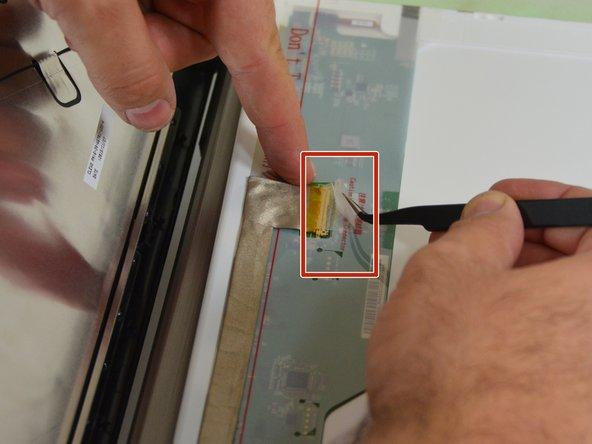 Sie sehen dann den Verbindungsstecker  des Bildschirmkabels.