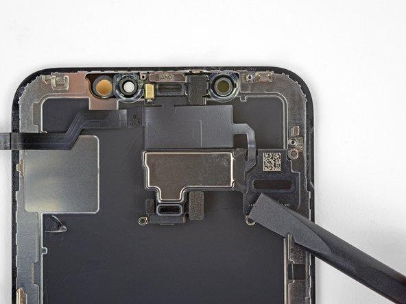 Avec une spatule (spudger), faites délicatement levier en-dessous du bord supérieur de l'ensemble haut-parleur et retournez-le vers le centre de l'écran.