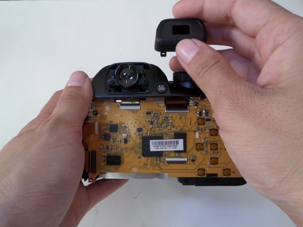 Carefully  pull off the plastic cover from the view finder.