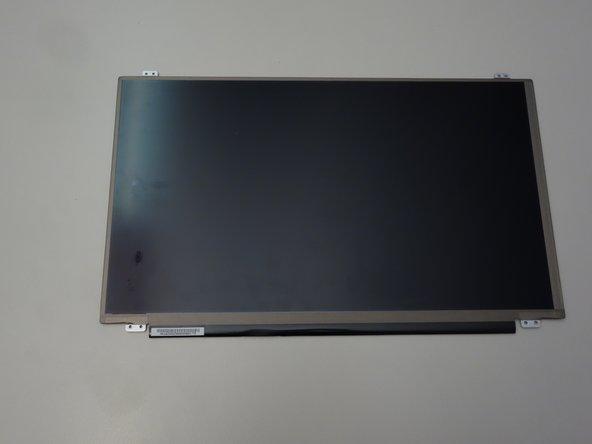 Une fois le connecteur enlevé, retirez complètement l'écran LCD.