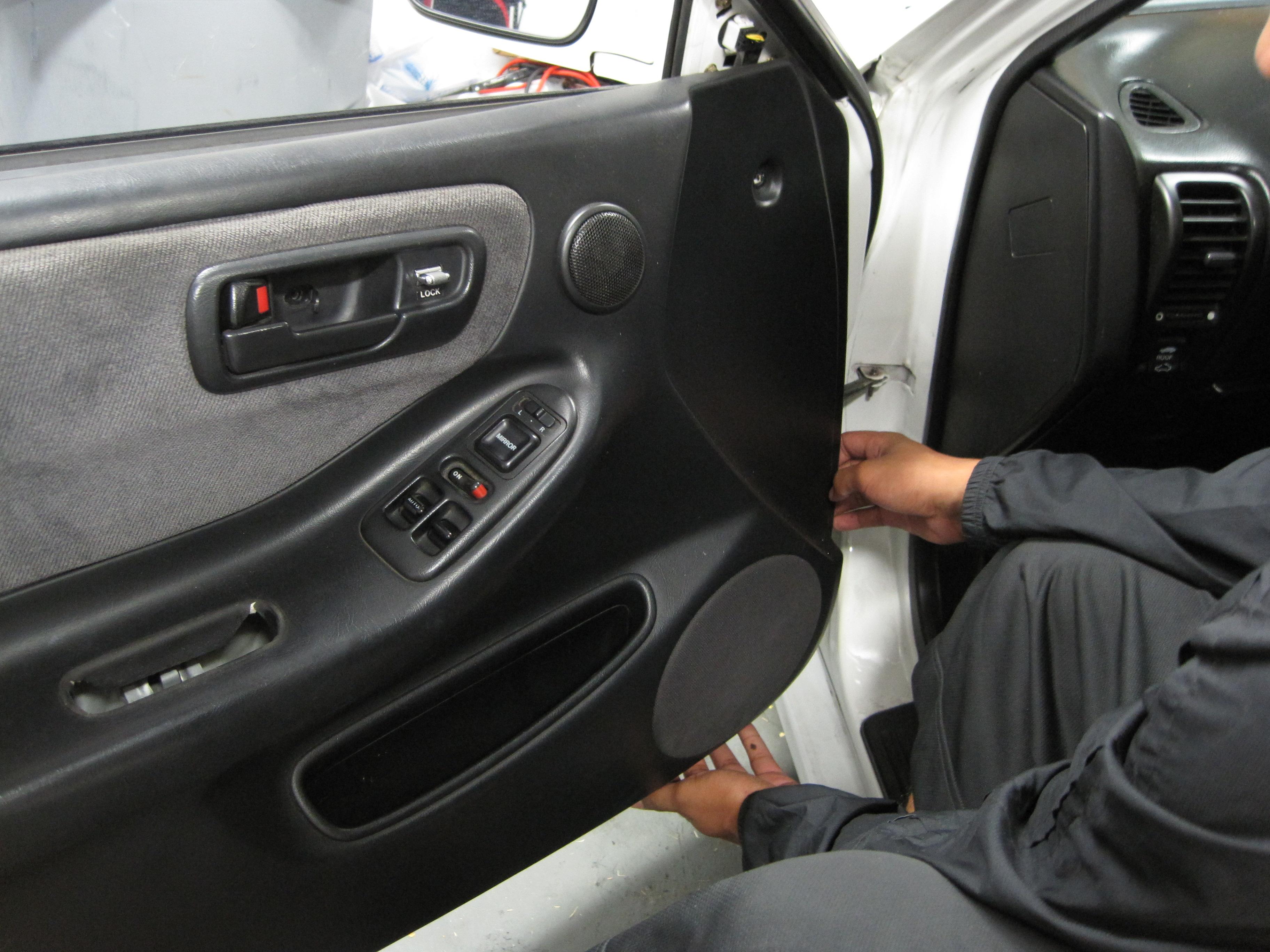 Service manual how to remove rear door panel 1998 acura rl how to remove door panel for 2001 acura cl interior door handle