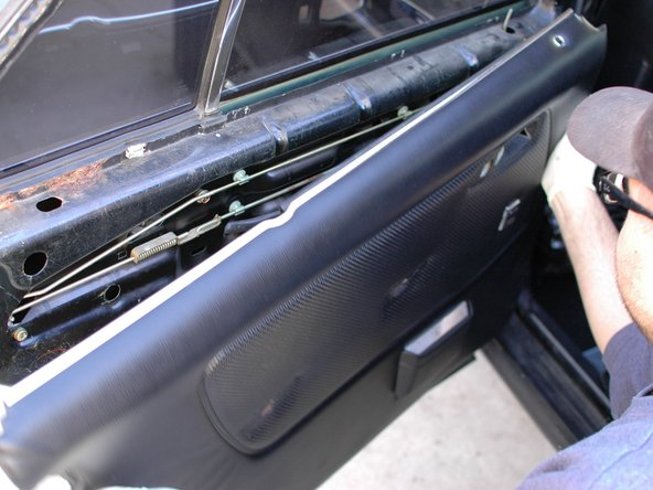 Before you can begin with the removal of your rear window regulator you will need to remove the door panel. Click here to review the door panel removal technique guide.