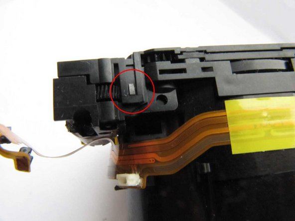 (On reassembly, take care to engage the focussing motor leadscrew and guides in the holes provided for them.)