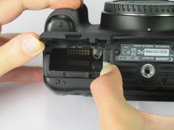 Image 1/1: Remove the battery from the slot.