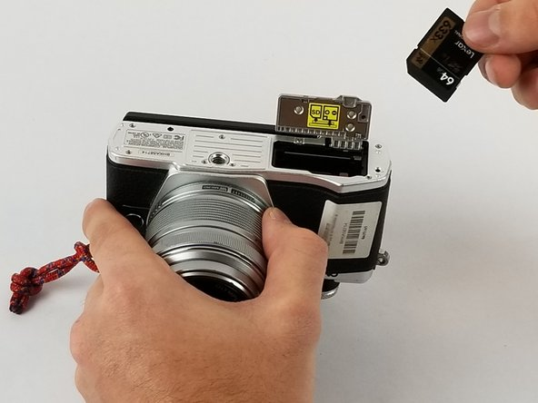 Olympus OM-D E-M10 Mark II SD Card Replacement