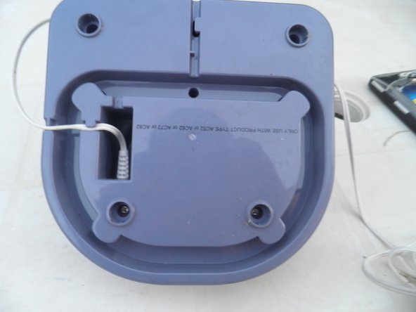 Image 2/3: Remove screws using a screwdriver.