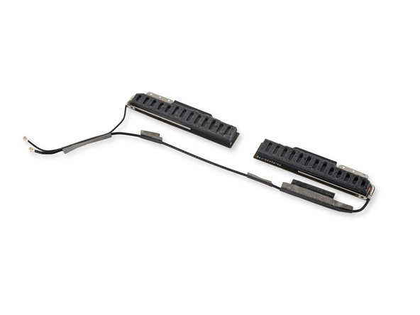 Image 2/2: Достаточно одного взмаха фирменной лопатки iFixit, чтобы антенны дружно покинули свои уютные пенистые «кроватки».