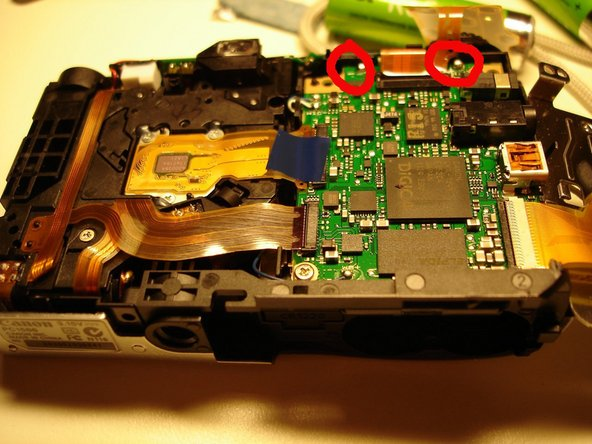 Then, i remove the screen (2 screws), so that the motherboard and the connecting pins are easylly accessible.