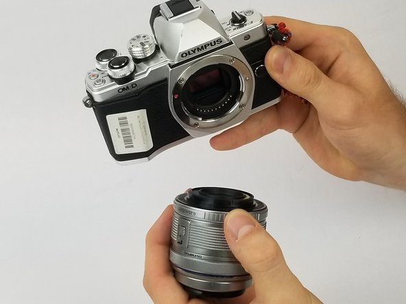 Once the lens is free from the camera body, pull the lens completely away from the body to make sure the lens is truly free.