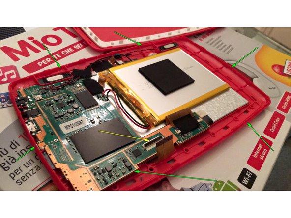 Image 2/2: Togliere lo scotch e Staccare il connettore del touchscreen  sollevando la linguetta di sicurezza,freccia gialla