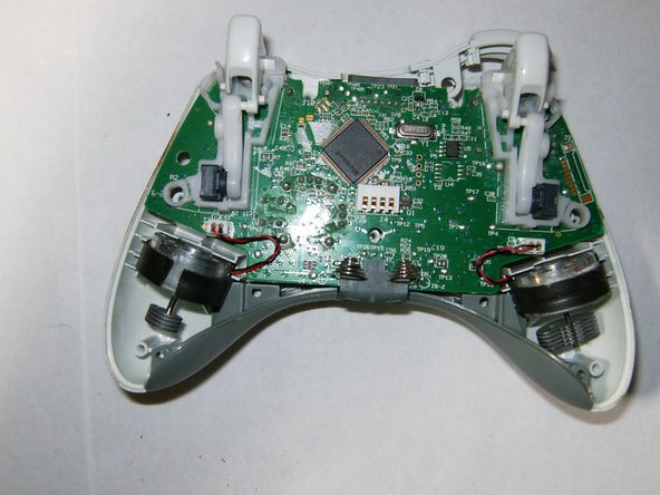 Here is a view of the inside of the controller. Note the vibration motors having different counter weights.