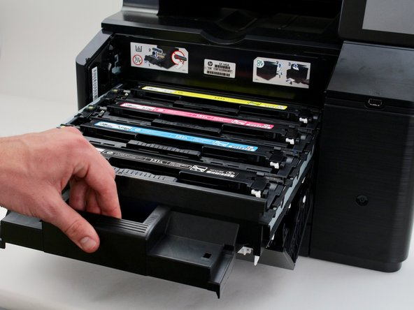 Pull out the toner cartridge drawer by using the handle as shown.