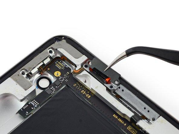 Retirez le support métallique fixant le commutateur verrouillage/silencieux.