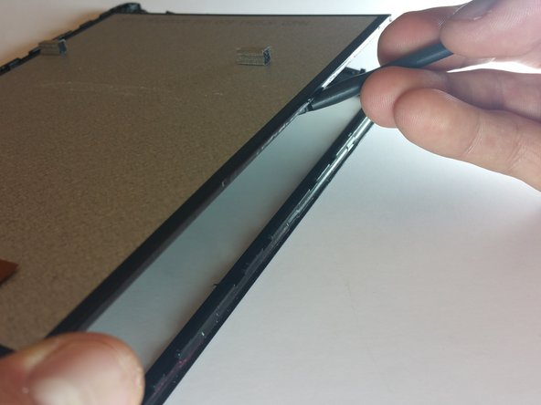 With the device face down, use a spudger to lift the screen off of the glass from the right side.