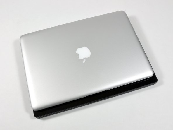 The Adamo's dimensions, as compared to the MacBook Air: