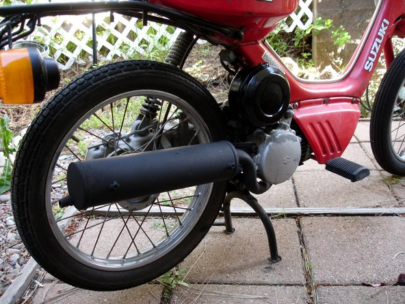 Remove the plastic bag from the engine exhaust hole and follow steps 1-3 in reverse order to reassemble your moped.
