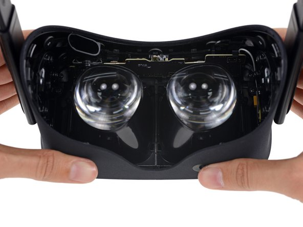 Image 1/3: Instead of a smartphone display, Oculus has doubled your order! Two displays, mounted right to the lenses, adjustable with this knobby thing!