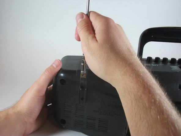Straighten the antenna to a vertical position and pull straight up (with a little force!) to remove the antenna.