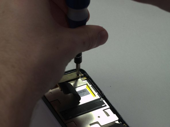 Using a PH 0 screwdriver, undo the 2 screws on the top of the screen.