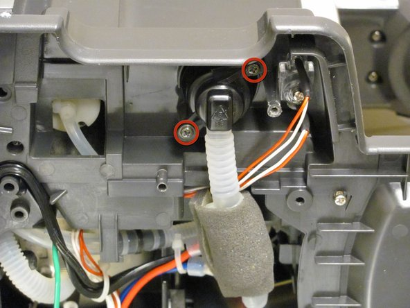 Image 1/2: Ensure that only the water inlet valve can be moved.