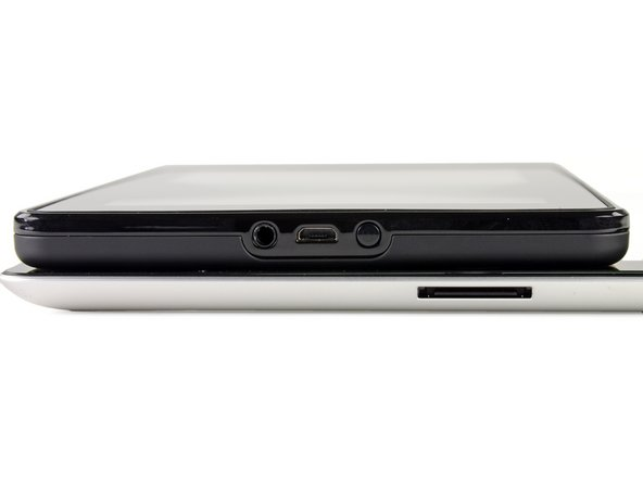 Image 2/3: The first port is a standard 3.5mm headphone jack, but the volume must be controlled from inside each app, as there are no external volume buttons.