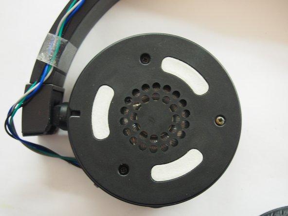 Now you see three screws on each speaker.
